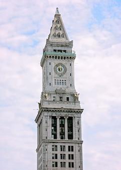 Um tiro vertical da torre da custom house em boston