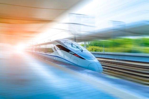 Um trem de alta velocidade