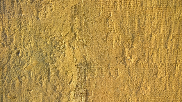 Um velho muro de pedra com tinta amarela. barground for design. foto de alta qualidade