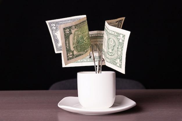 Uma árvore feita de dinheiro