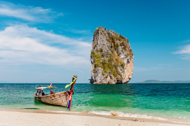 Uma bela praia na tailândia