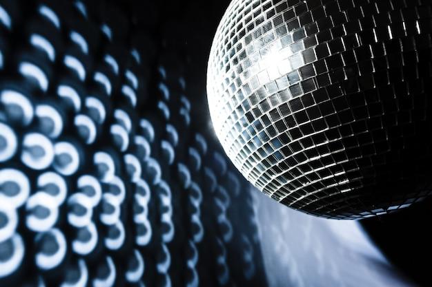 Uma bola de discoteca de espelho