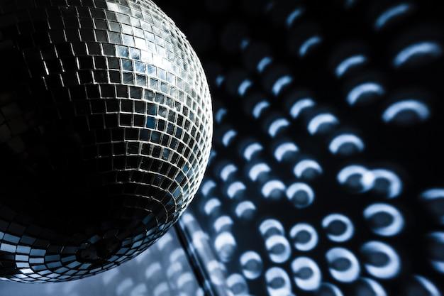 Uma bola de discoteca espelho
