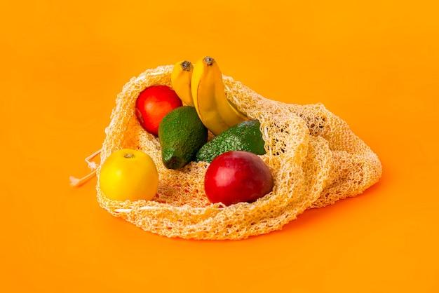 Uma bolsa de tecido da moda com frutas, material reutilizável para produtos naturais