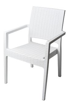 Uma cadeira de jardim isolada no fundo branco