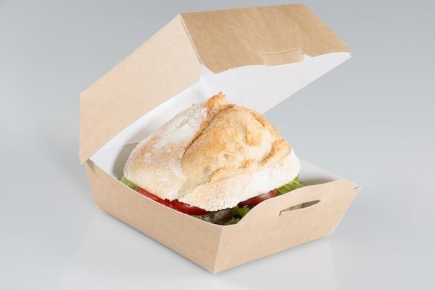 Uma caixa para levar do caminhão de comida pronta para ir