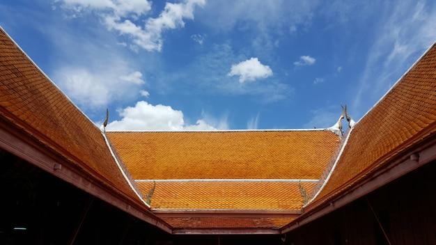 Uma casa de arquitetura tradicional tailandesa