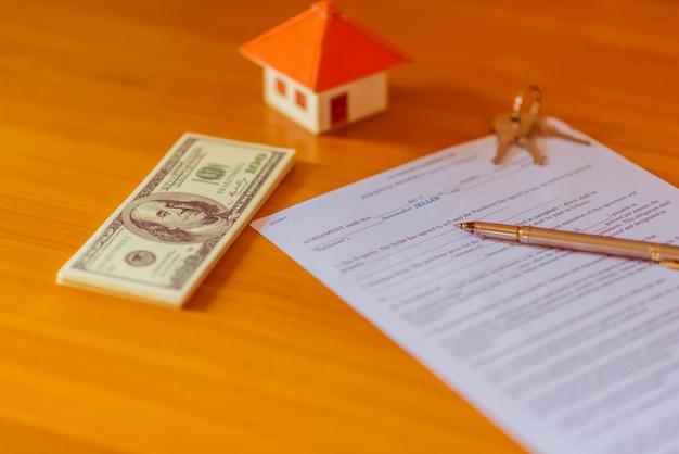 Uma casa de escala em algumas formas de uma ação para conceituar o investimento financeiro.