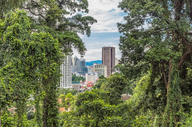 Uma cidade moderna cercada pela selva, kuala lumpur