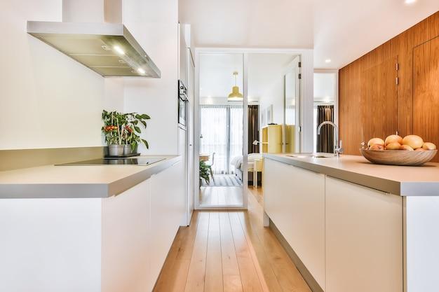Uma cozinha aconchegante de luxo em uma casa elegante