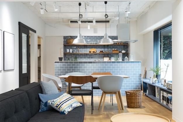 Uma cozinha clara e limpa