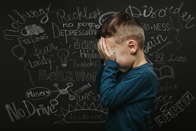 Uma criança cuja depressão