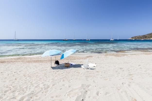 Uma das praias mais bonitas da ilha de ibiza, espanha