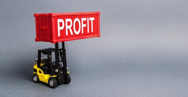 Uma empilhadeira amarela levanta um contêiner vermelho com o rótulo lucro que aumenta os lucros e a receita de investimentos