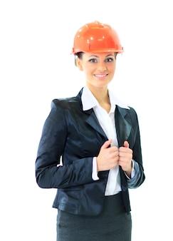 Uma engenheira de terno e capacete.
