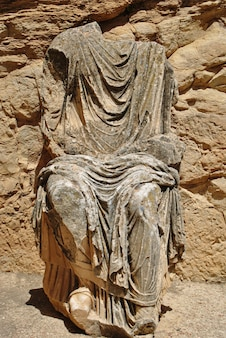 Uma estátua de marcus aurelius roman ruínas dougga archaeological site