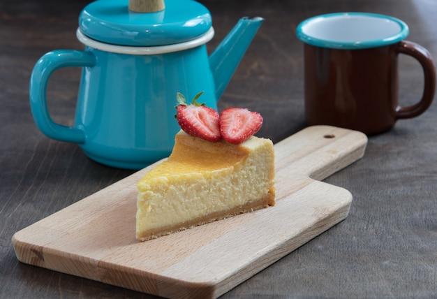 Uma fatia de cheesecake saboroso caseiro
