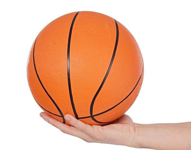 Uma foto de uma bola de basquete no fundo branco