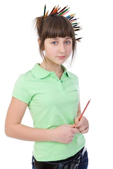 Uma garota com pensils no cabelo está sonhando