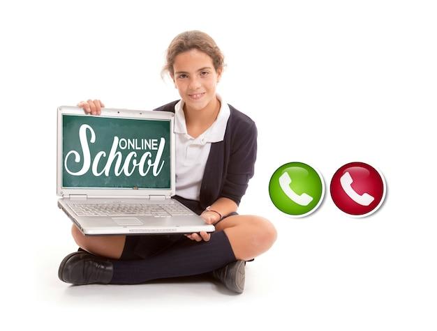 Uma garota segurando um computador com as palavras escola online e ícones de teleconferência