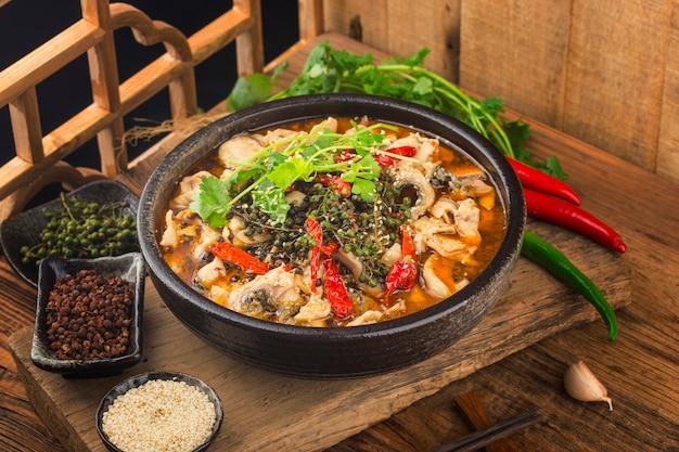 Uma iguaria chinesa: peixe cozido