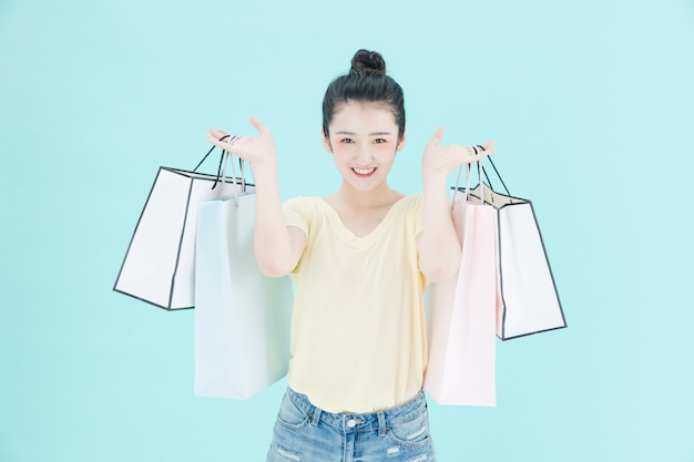 Uma imagem de fundo de uma linda mulher às compras
