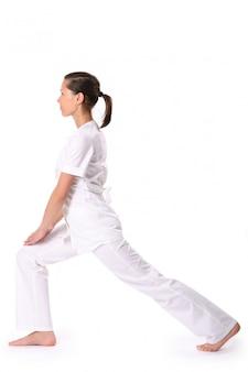 Uma jovem bonita em pose de ioga