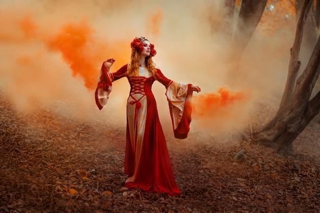 Uma jovem com um vestido vermelho medieval caminhando no país das maravilhas