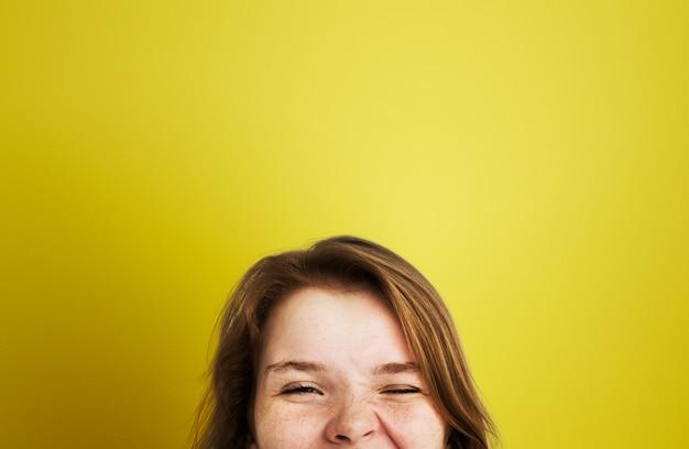 Uma jovem feliz