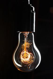 Uma lâmpada clássica edison