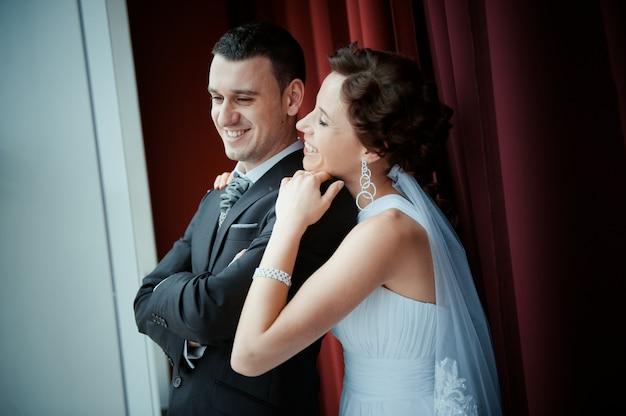 Uma linda noiva e noivo