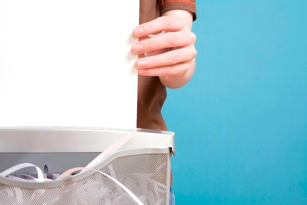 Uma mão shredding