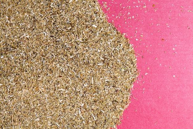 Uma mistura de ervas naturais que são usadas como remédio na medicina popular tradicional
