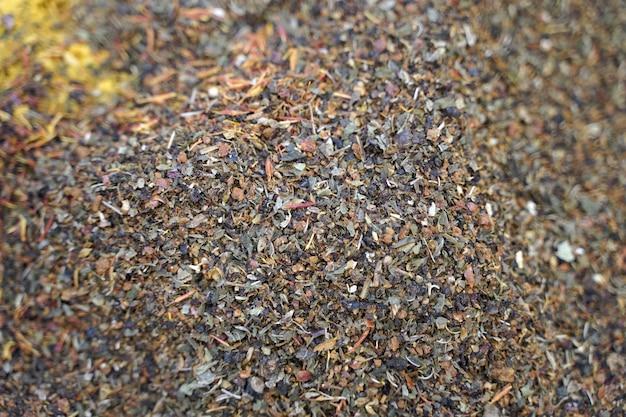 Uma mistura de especiarias e ervas para a preparação de pratos picantes aromáticos da cozinha indiana e asiática ...