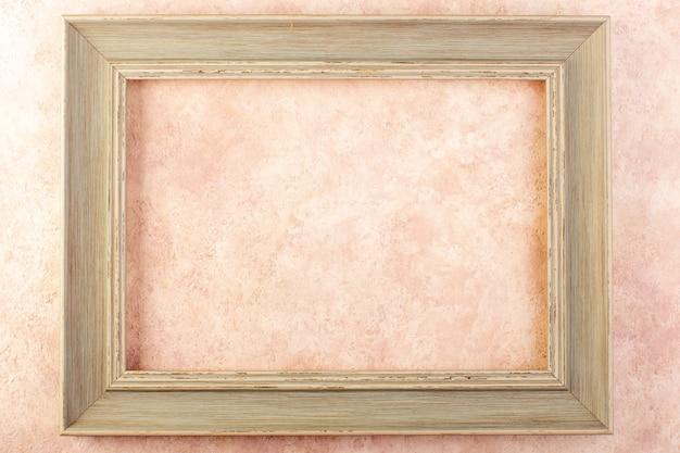 Uma moldura de foto de vista superior vazia projetada isolada