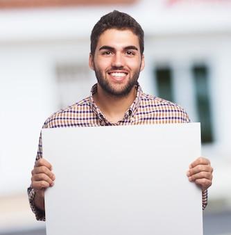 Uma mostrando uma folha de papel vazia