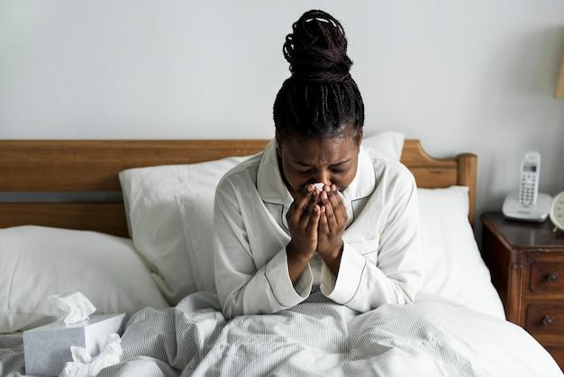 Uma mulher doente na cama