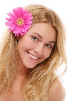Uma mulher jovem e bonita com wlover