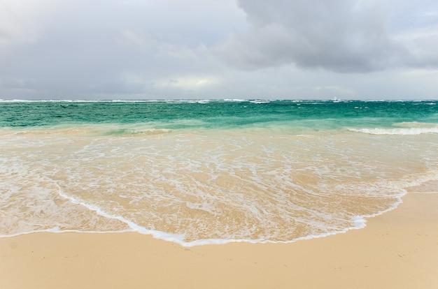 Uma paisagem abstrata do oceano.