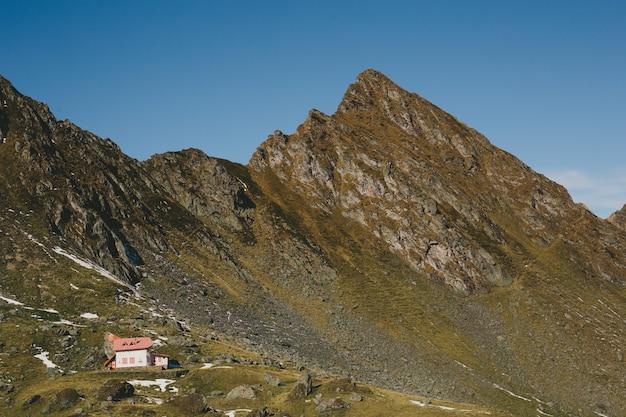 Uma paisagem muito bonita, com uma localização especial das montanhas dos cárpatos, transfagarasan