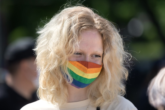 Uma passeata em apoio aos transgêneros foi realizada na praça mikhailovskaya, em kiev.