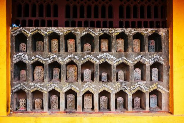 Uma pequena estátua da serpente, o templo da serpente na índia gokarna
