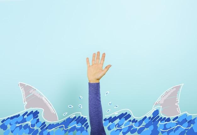 Uma pessoa cercada por tubarões está se afogando e precisa de ajuda. conceito de crise e problema