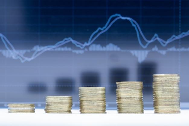 Uma pilha de cinco linhas de moedas