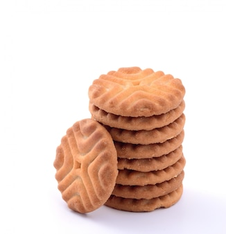 Uma pilha de deliciosos biscoitos isolados no branco, biscoitos