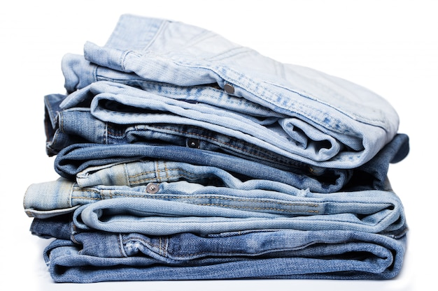 Uma pilha de jeans