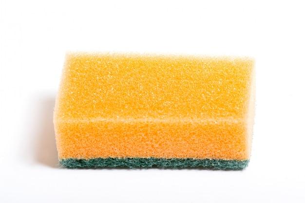 Uma pilha de limpeza spong com esfregando lado