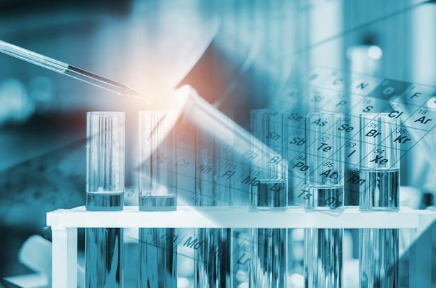 Uma pipeta soltando amostra em um tubo de ensaio, ciência abstrata