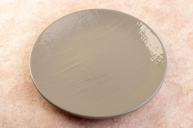 Uma placa redonda de vidro vazio de vista superior isolada