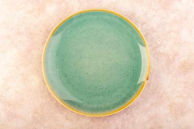 Uma placa verde vazia vista de cima redonda em forma de mesa de refeição isolada